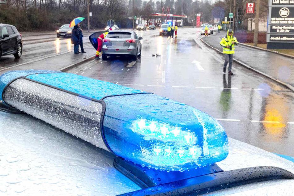 Die Hauptstraße war wegen eines Unfalls zwei Stunden lang vollgesperrt..