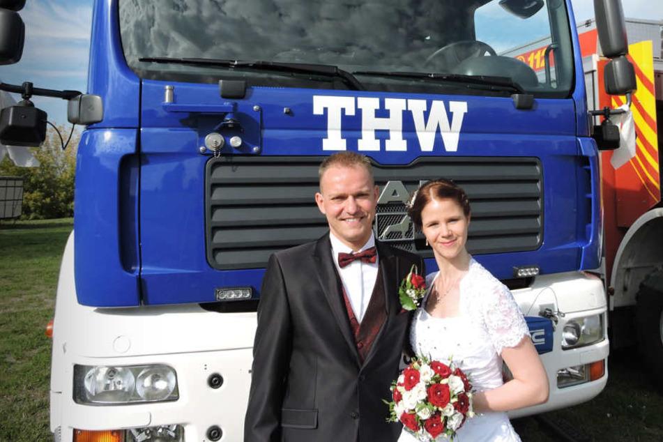 """Tommy und Nadine Schmidt, die erst vor weningen Wochen geheiratet haben, organisieren auch für 2019 wieder einen Blaulichttag für die Kinder im Hospiz """"Bärenherz""""."""