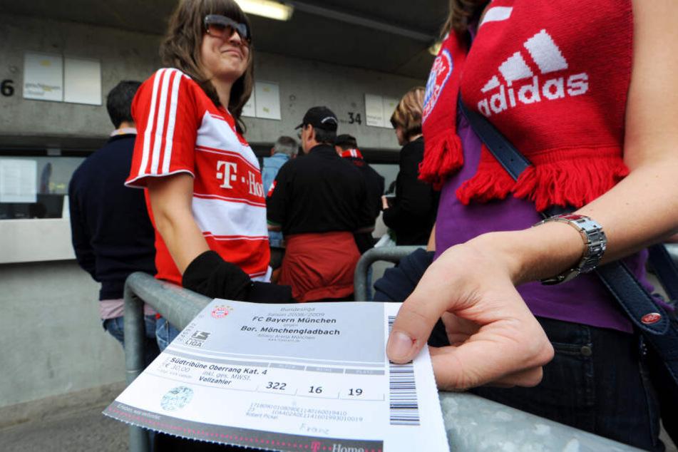 Der FC Bayern hat untersagt, dass mit Eintrittskarten gehandelt wird. (Symbolbild)