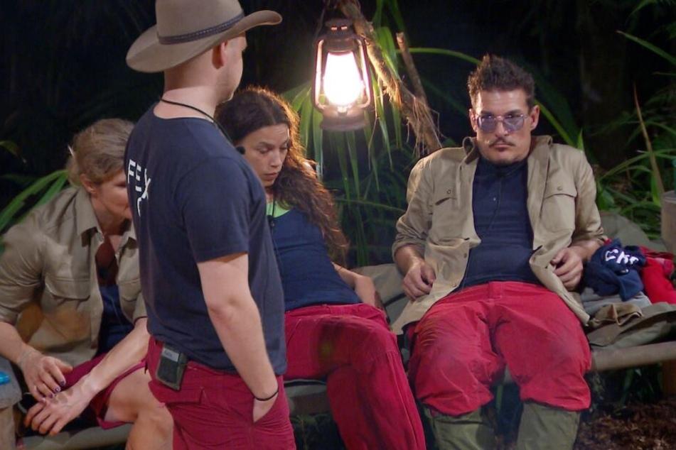 Bettenkrieg im Camp: Wurst-Chris hat Rücken und wollte seine Pritsche nicht hergeben.