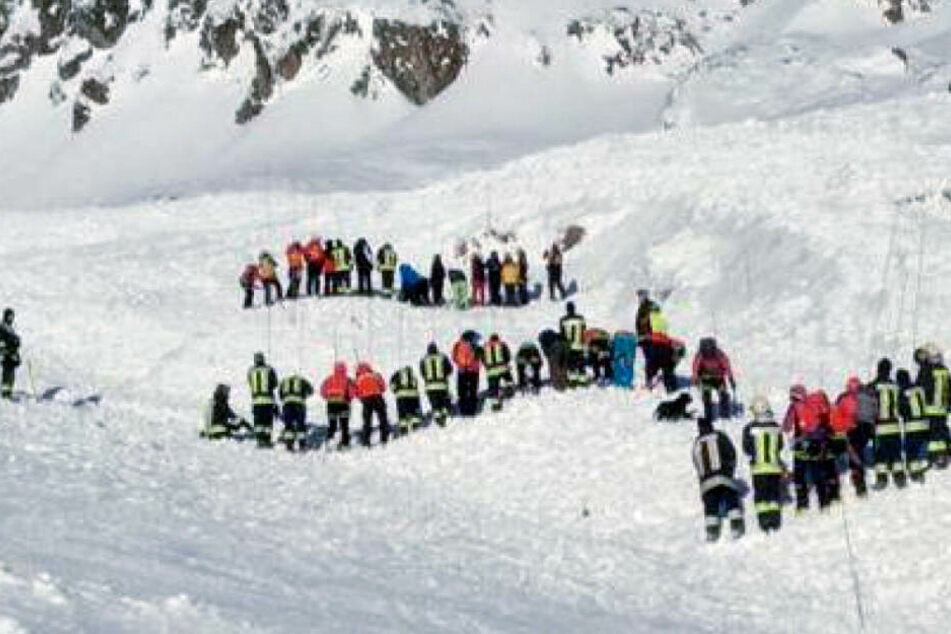 Lawine in Allgäuer Alpen: Retter suchen nach Verschütteten