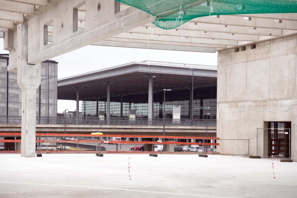 Am Donnerstag haben die Testläufe der wichtigen technischen Anlagen am BER begonnen.