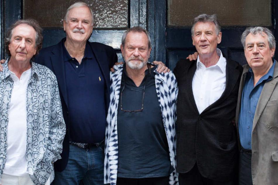Eric Idle (l.-r)., John Cleese, Terry Gilliam, Michael Palin und Terry Jones, allesamt Mitglieder der Komiker-Gruppe Monty Python. Letztgenannter lebt nicht mehr.