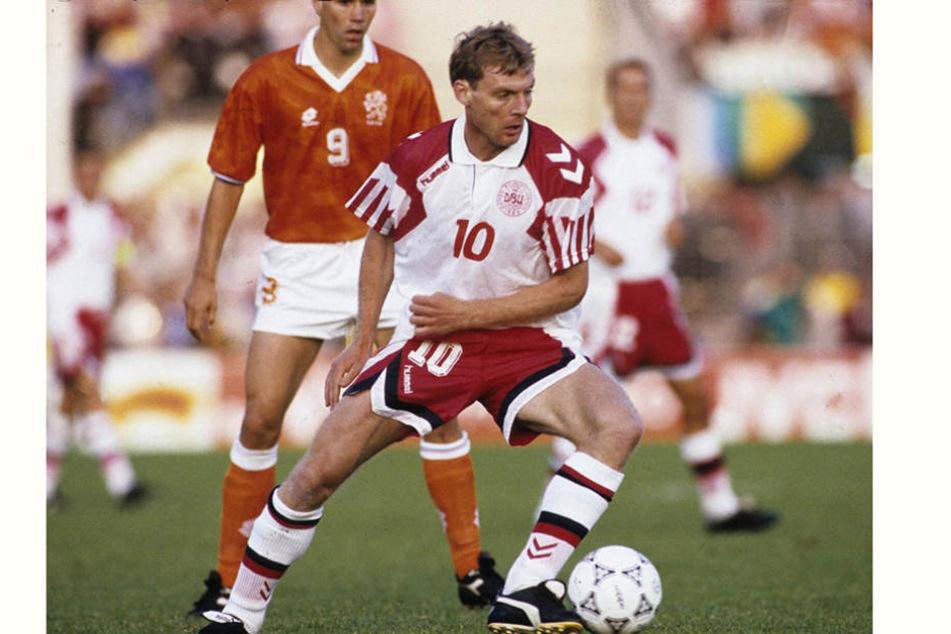Lars Elstrup in einem Spiel gegen die Niederlande. Er machte 34 Länderspiele, in denen er 13 Tore schoss.