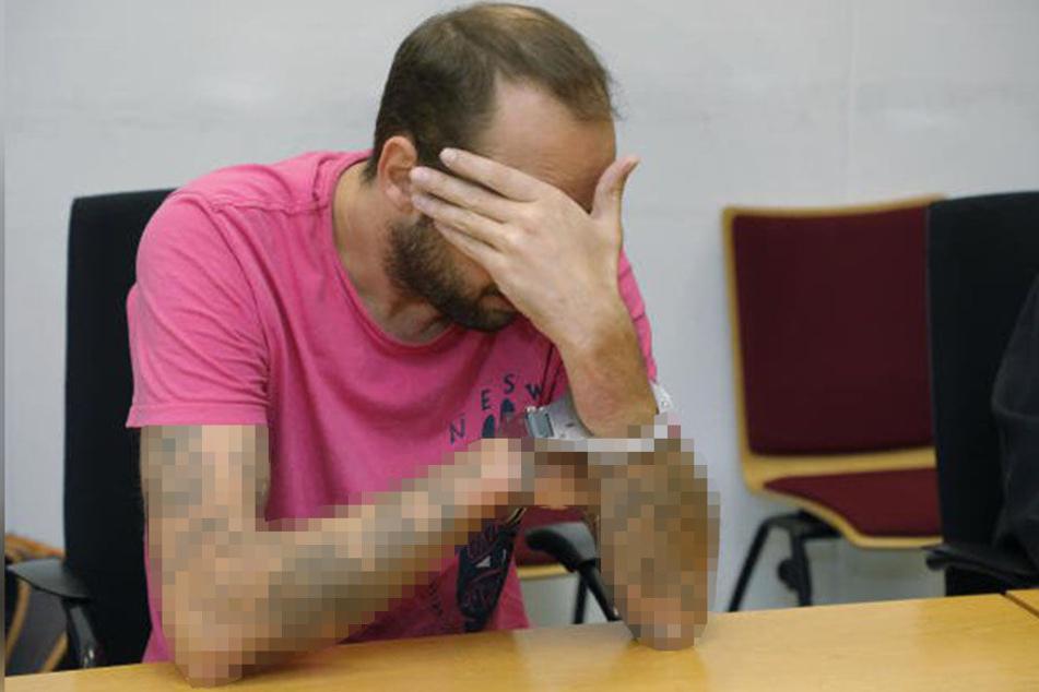 Chris H. zum Prozessauftakt am Landgericht Chemnitz, er klagte über Rückenschmerzen.