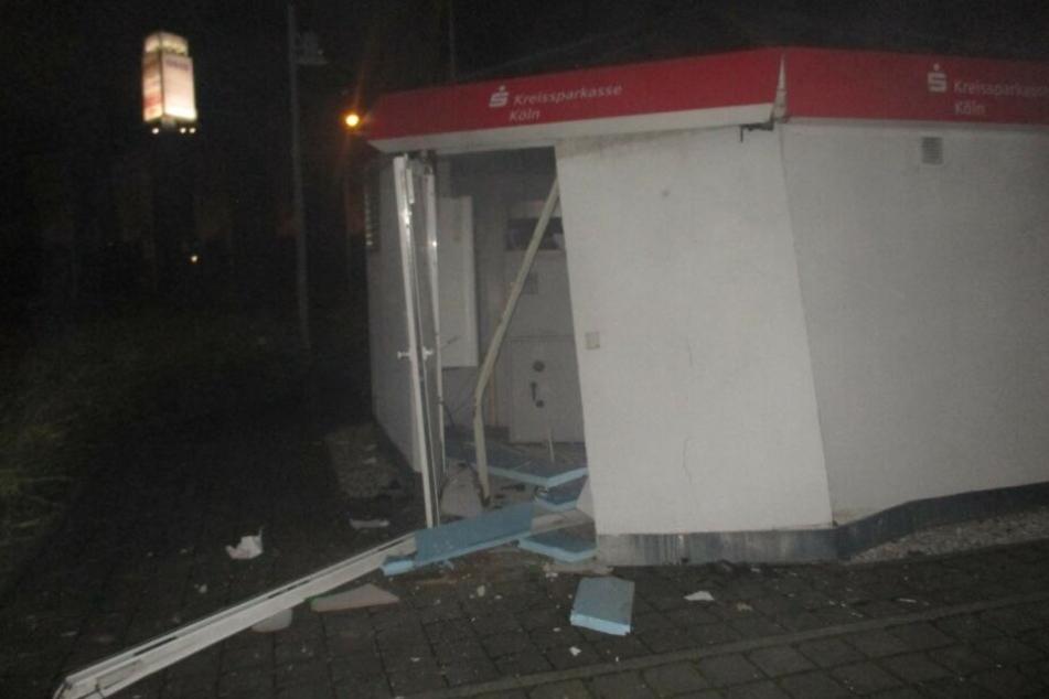 Der zerstörte Pavillon der Sparkasse Weisweiler.
