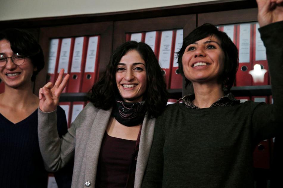 Dezember 2017: Tolu (2.v.l.) nach ihrer Freilassung.