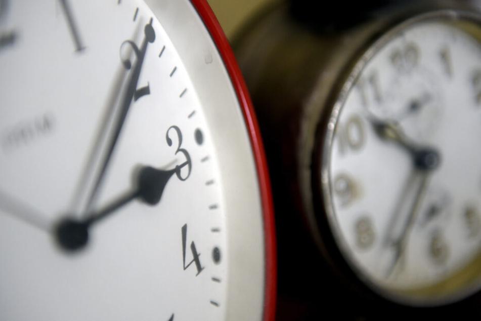 In der Nacht auf Sonntag wurde wieder an der Uhr gedreht. (Symbolbild)