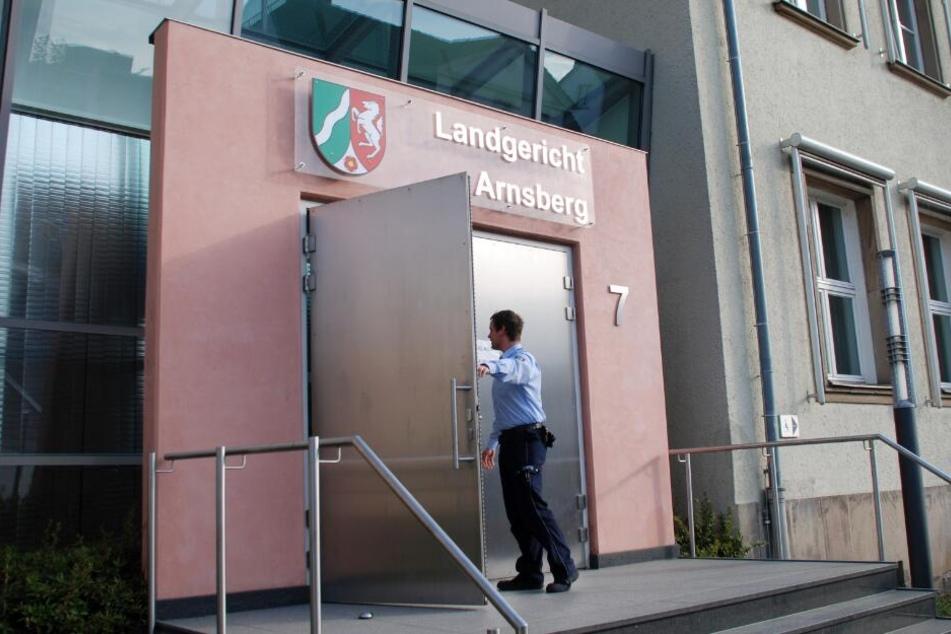 Vor dem Landgericht in Arnsberg muss sich der Schüler verantworten.