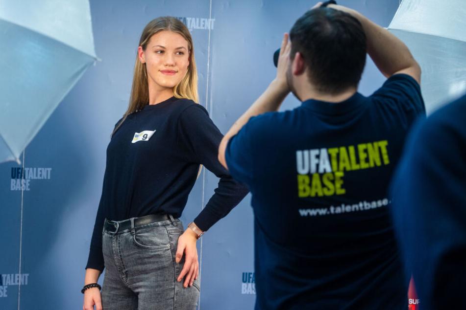 Josepha Lange (15) träumt von einer Karriere als Moderatorin, stellte sich am Freitag dem kritischen Blick der UFA-Talentsucher.