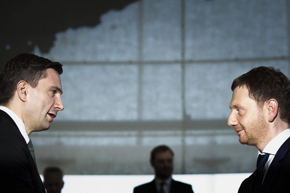 Regierungs-Chef Michael Kretschmer (43, CDU, r.) ist erst seit Dezember im Amt. Jetzt knirscht es heftig in der CDU/SPD-Koalition. Vize-Ministerpräsident Martin Dulig (44, SPD) hat sich deutlich gegen ihn gestellt.