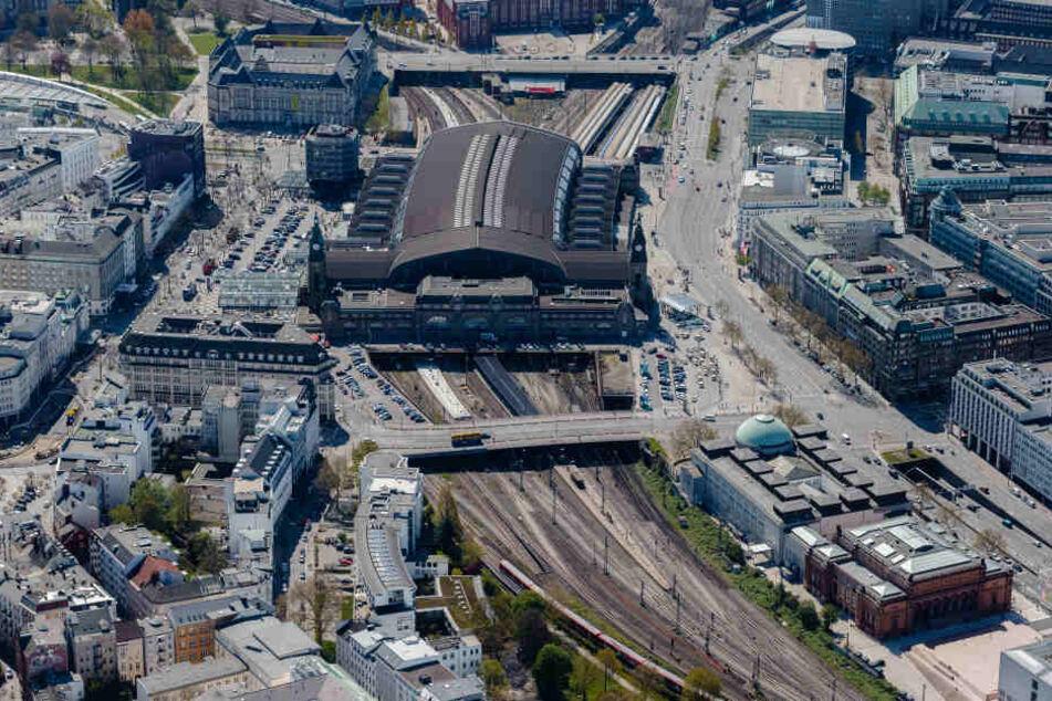 Der Hamburger Hauptbahnhof wird 2030 vermutlich an drei Seiten erweitert sein.