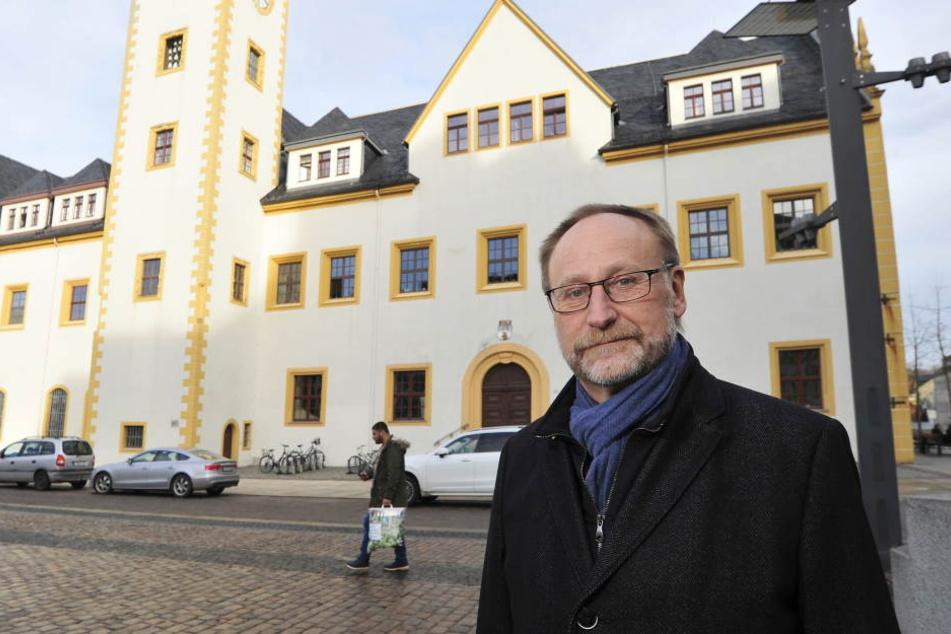 Holger Reuter (61, CDU) will das Freiberger Rathaus mit Kameras schützen.