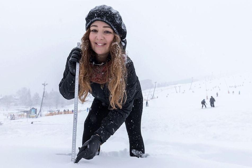40 Zentimeter Neuschnee an einem Tag: Ungewohnt für TAG24-Reporterin Carolina Neubert (28).