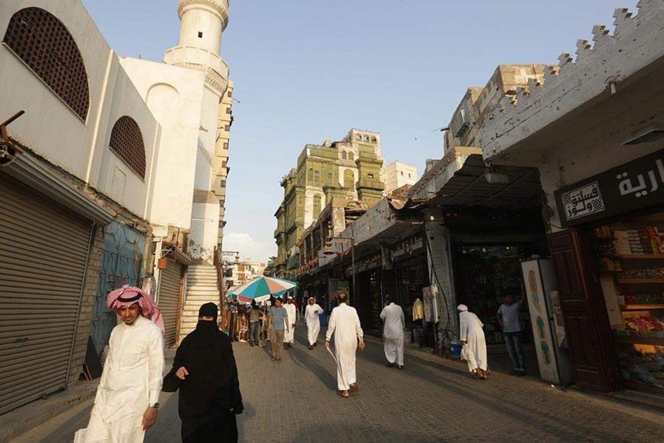 Straßenszene in Dschidda. Nach mehr als 35 Jahren hat Saudi-Arabien das Verbot von Kinos aufgehoben.