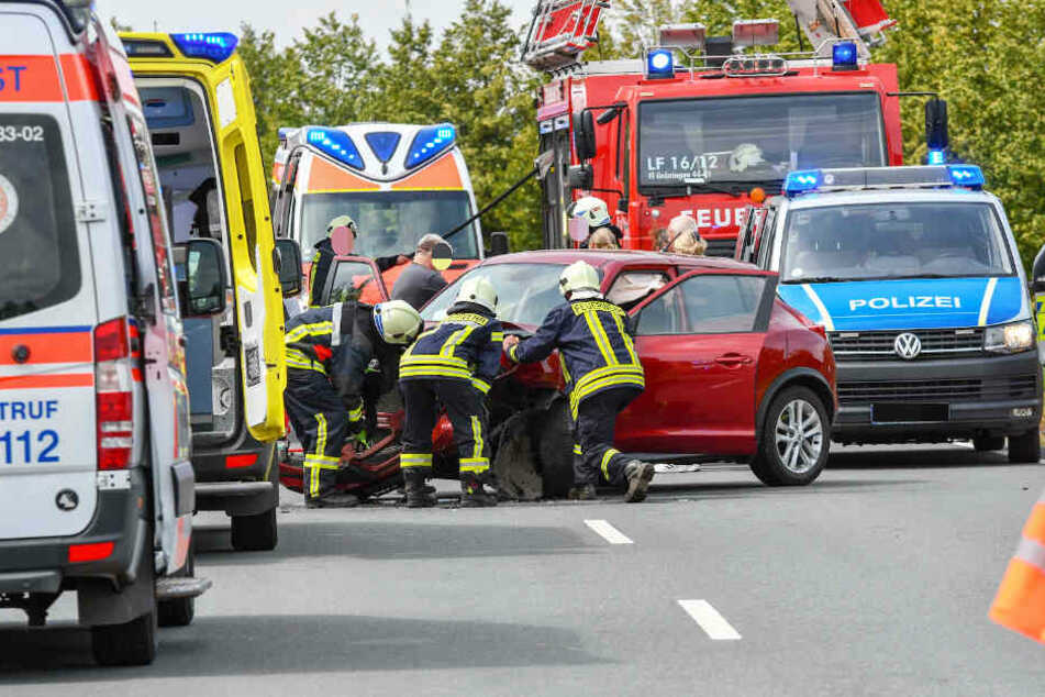 Eine Frau verstarb noch an der Unfallstelle, vier Personen wurden verletzt.