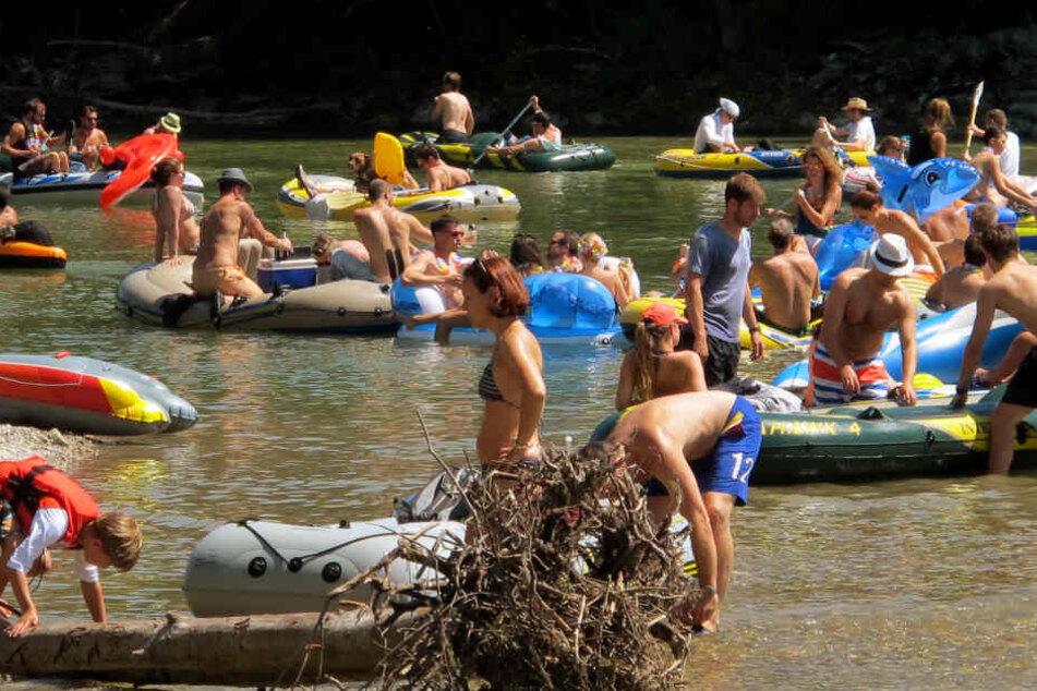 Schlauchbootstouren auf der Isar sind sehr beliebt.
