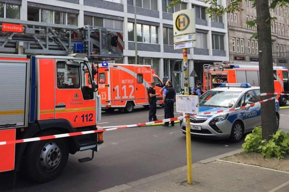 Die Feuerwehr rückte auf der Prinzenstraße mit einem Großaufgebot an.