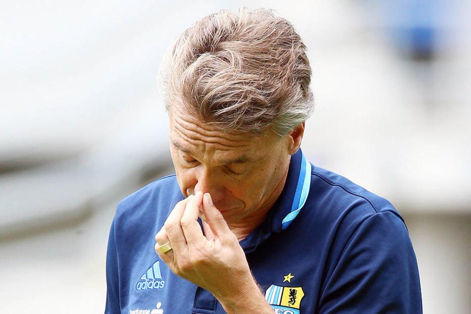 CFC-Trainer Horst Steffen wirkte  nachdenklich - vor ihm liegt noch jede Menge Arbeit.