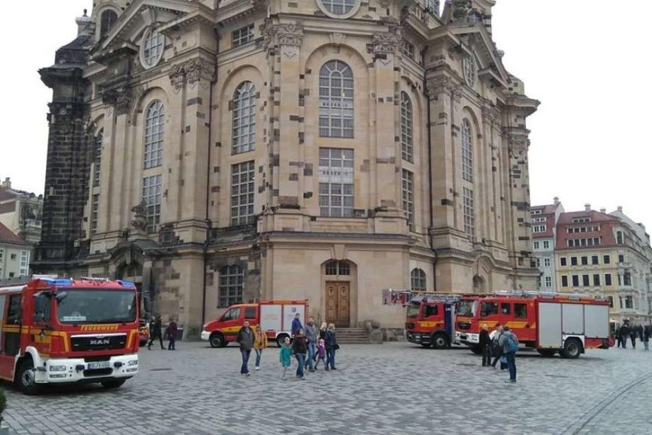Die Höhenretter der Feuerwehr rückten an, um einem hilflosen Mann aus der Kuppel nach unten zu helfen.