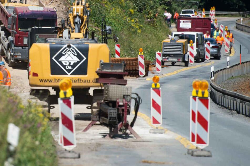 Die Unternehmensverbände fordern unter Anderem Investitionen in den Straßenbau (Symbolbild).