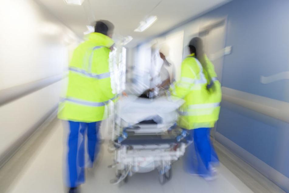 Der junge Mann hatte so schwere Verletzungen, dass er sofort ins Krankenhaus musste. (Symbolbild)
