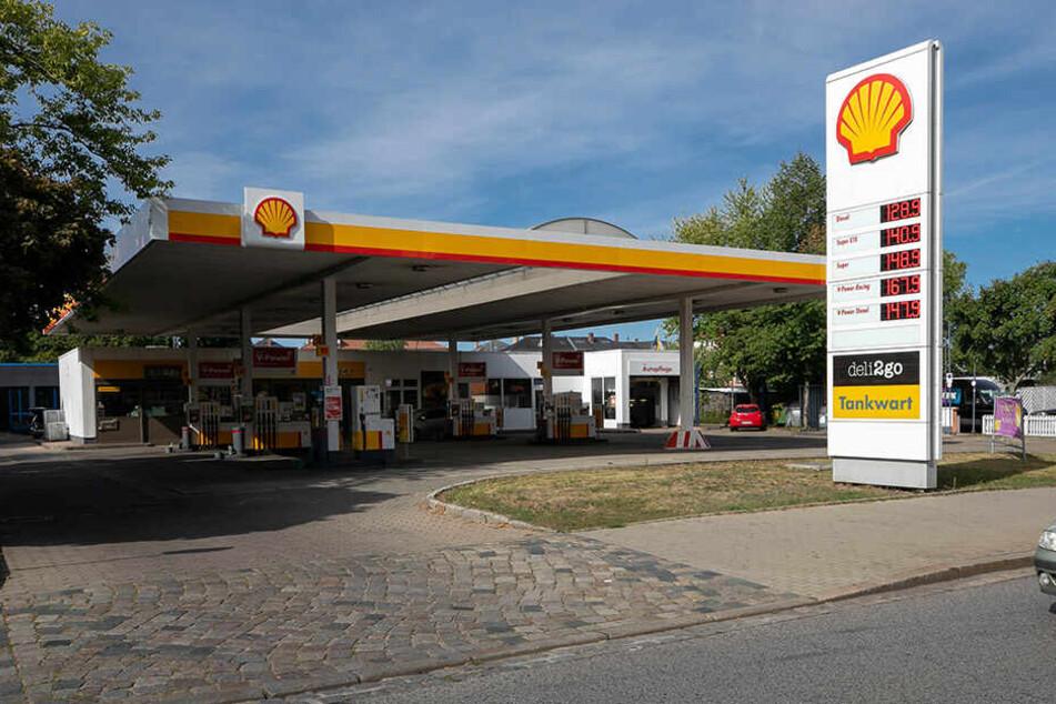 Die Shell Tankstelle an der Leipziger Straße wurde von den beiden Kleinganoven ausgeraubt.
