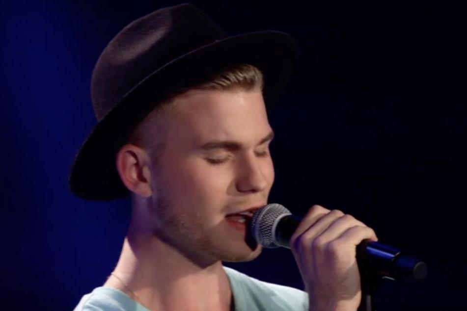 """2016 drehte sich keines der """"The Voice of Germany""""-Jurymitglieder für John Riot um. Knapp vier Jahre später könnte er vor 200 Millionen Menschen singen."""