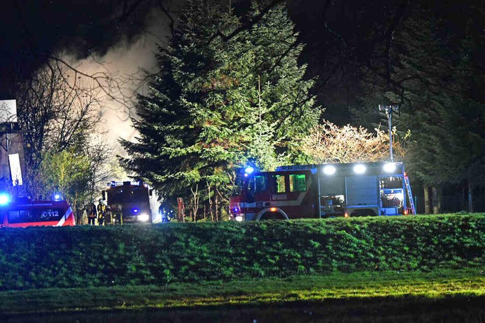 Die Rauchsäule auf dem Gelände der Baumschule war schon von Weitem erkennbar.