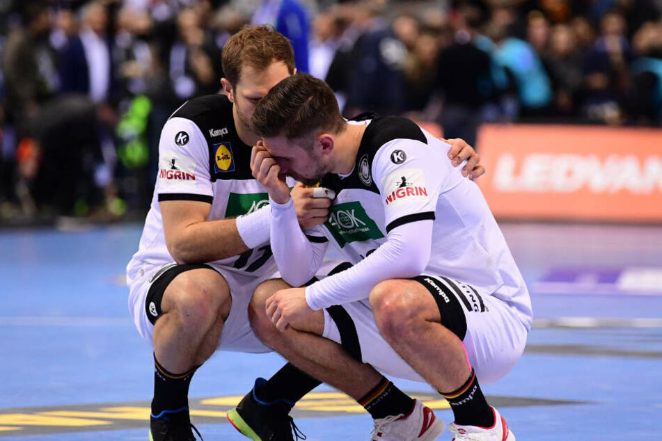 Steffen Weinhold (links) versuchte den niedergeschlagenen Fabian Wiede nach der Niederlage zu trösten.