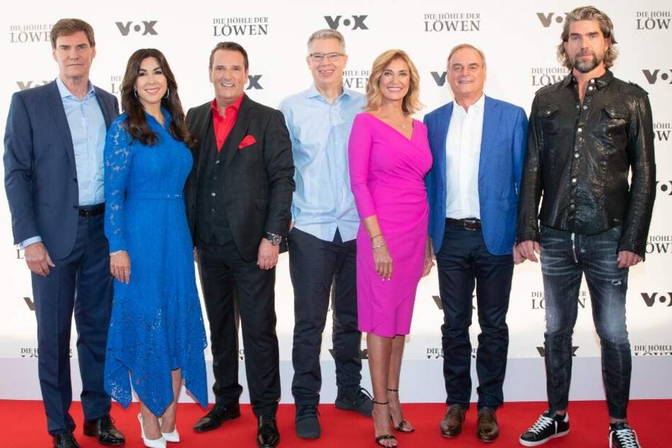 Die Investoren der Vox-Show: Carsten Maschmeyer (l-r), Judith Williams, Ralf Dümmel, Frank Thelen, Dagmar Wöhrl, Georg Kofler und Nils Glagau in Hamburg.