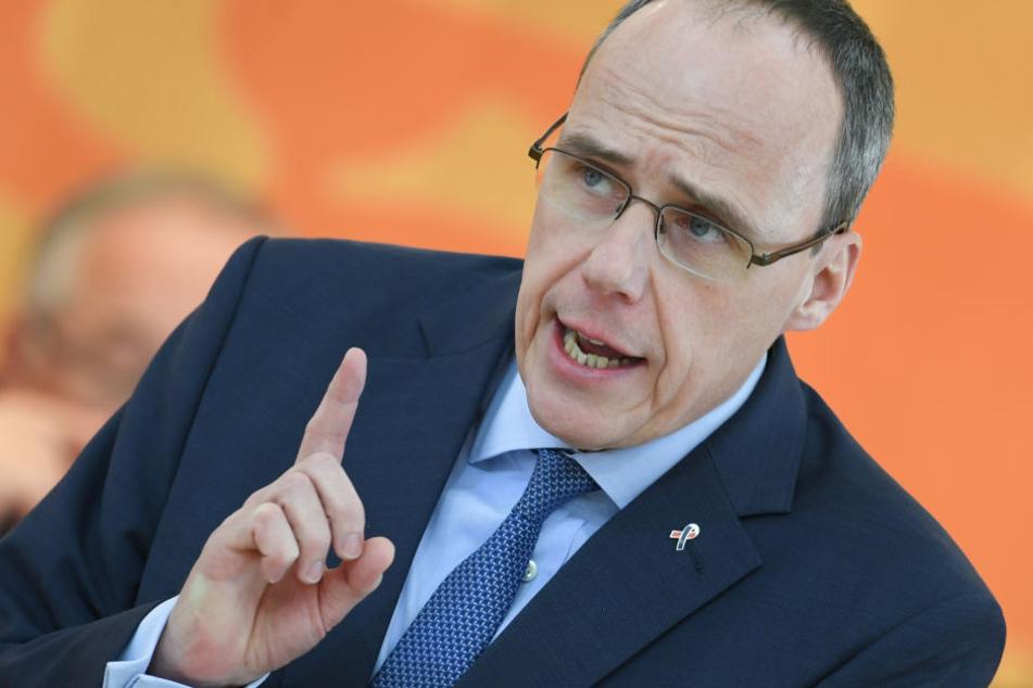 Hessens Innenminister Peter Beuth (CDU) beteuerte, dass Jäger und Sportschützen nicht unter den verschärften Maßnahmen leiden müssten.