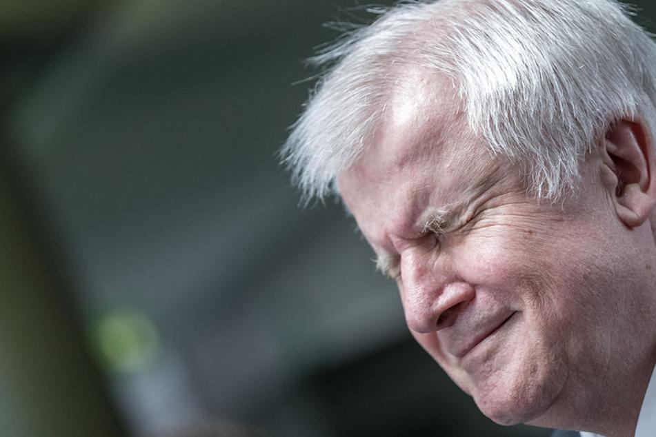 Bundesinnenminister Horst Seehofer (CSU) nannte in Berlin Bedingungen für eine mögliche Aufnahme.