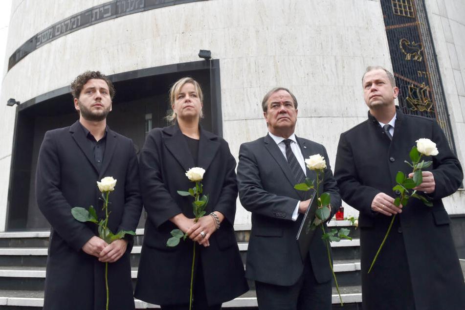 Schweigeminute an Synagoge in Düsseldorf nach Anschlag