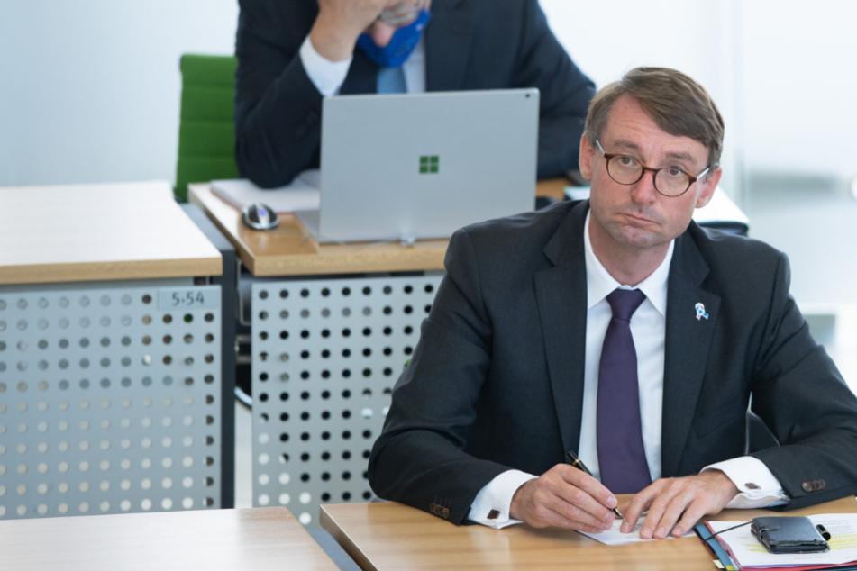 Nach Polizei-Skandal: Riesen-Hickhack um Innenminister Wöller