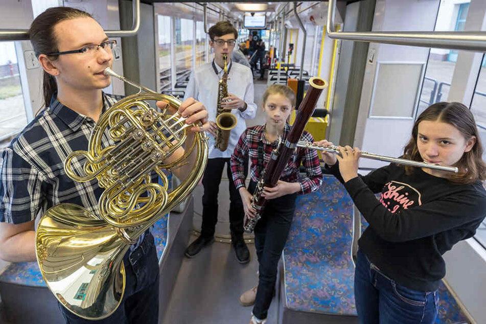 Die Mozartkinder wollen sich zum zehnten Geburtstag unter anderem eine Italienreise gönnen. Um Geld dafür zu sammeln, spielen sie am 4. Mai in den Chemnitzer Straßenbahnen.