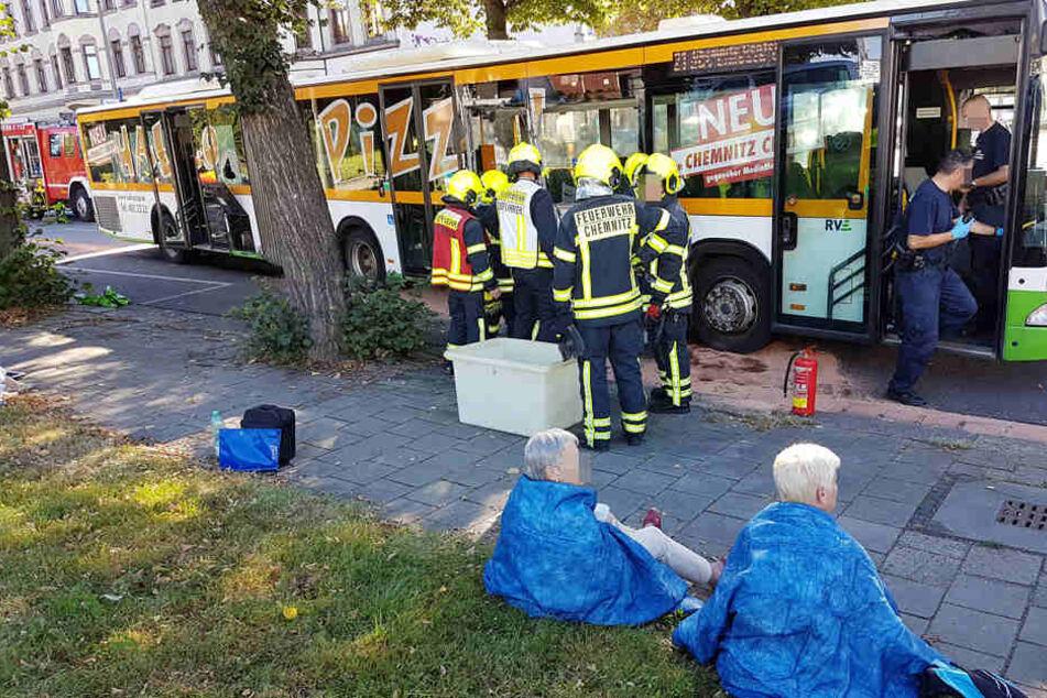 Auch im Bus wurden Menschen zum Teil schwer verletzt.