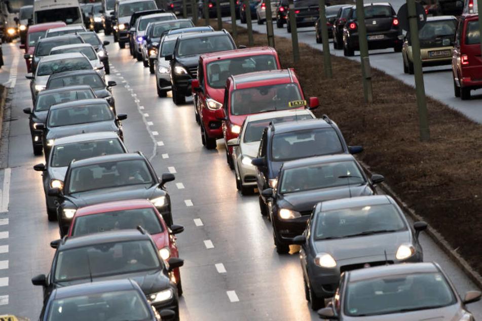 Ein Vorwärtskommen ist auch in München für Autofahrer teils schwer. (Symbolbild)