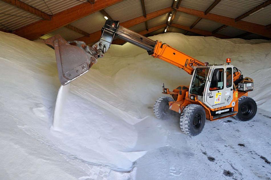 Der ASR Chemnitz hat die Lager mit 5.600 Tonnen Streusalz gefüllt.
