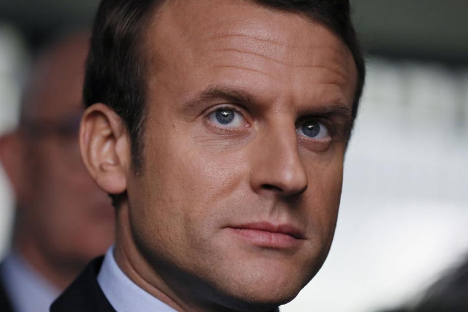 Emmanuel Macron gilt als Favorit. Doch nun zirkuliert ein Misch-Masch aus privaten Dokumenten und Falschmeldungen durch Netz.