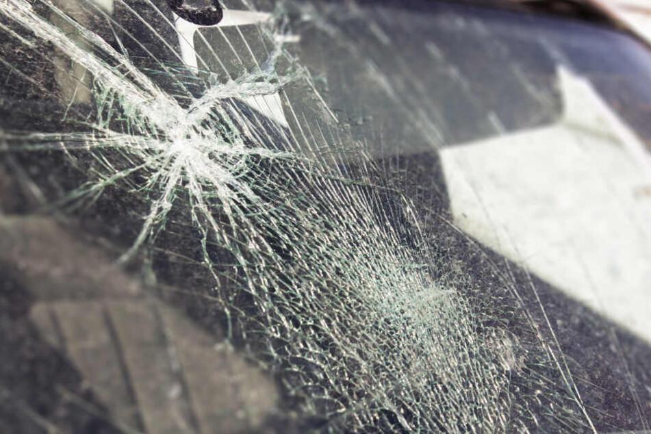28 Autoscheiben eingeschlagen: Bonner Polizei sucht Zeugen