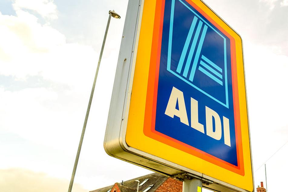 Kundin (33) kauft bei Aldi Alkohol und muss ihren Führerschein vorzeigen