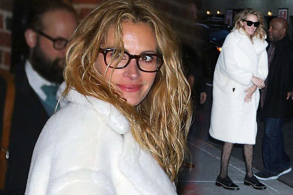 Ihre Haare hängen schlaff herunter, Ärmchen und die dünnen Beine hat Julia Roberts (51) unter einer weiten Jacke versteckt.