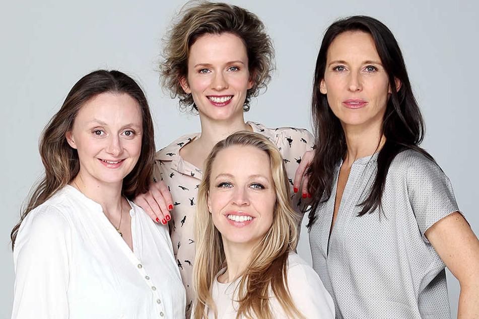 """Nina Proll (43, Mitte) mit ihren Kolleginnen - Start der 3. Staffel der """"Vorstadtweiber"""", die ihr Vorbild bei den """"Desperate Housewives"""" haben, soll laut einem Facebook Posting von Autor Uli Bree im Januar 2018 sein."""