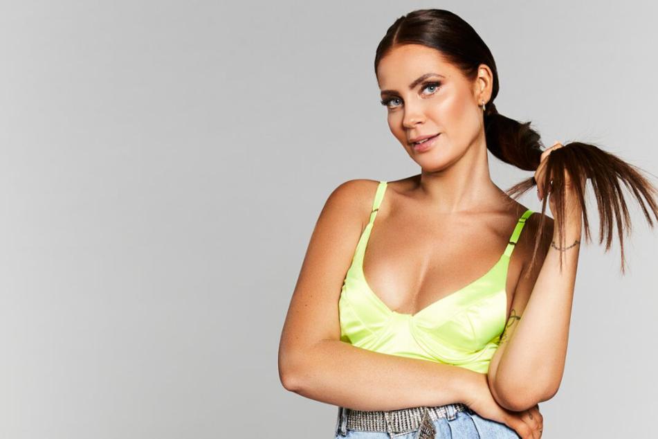 """Janine Pink (33) fungierte bei """"So liebt Deutschland"""" wieder als SEXpertin."""
