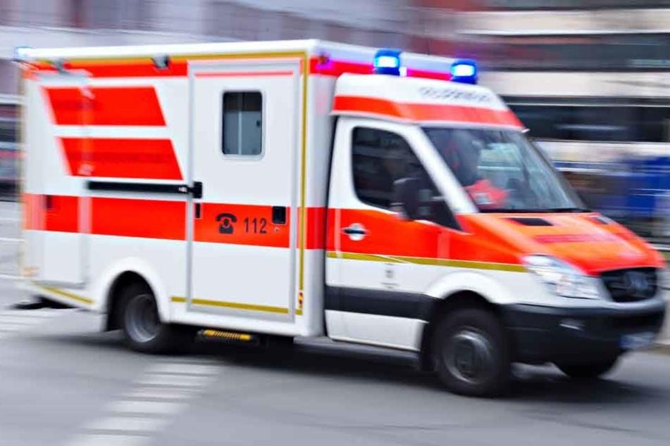 Die beiden Fußgänger wurden in eine Klinik gebracht. (Symbolbild)