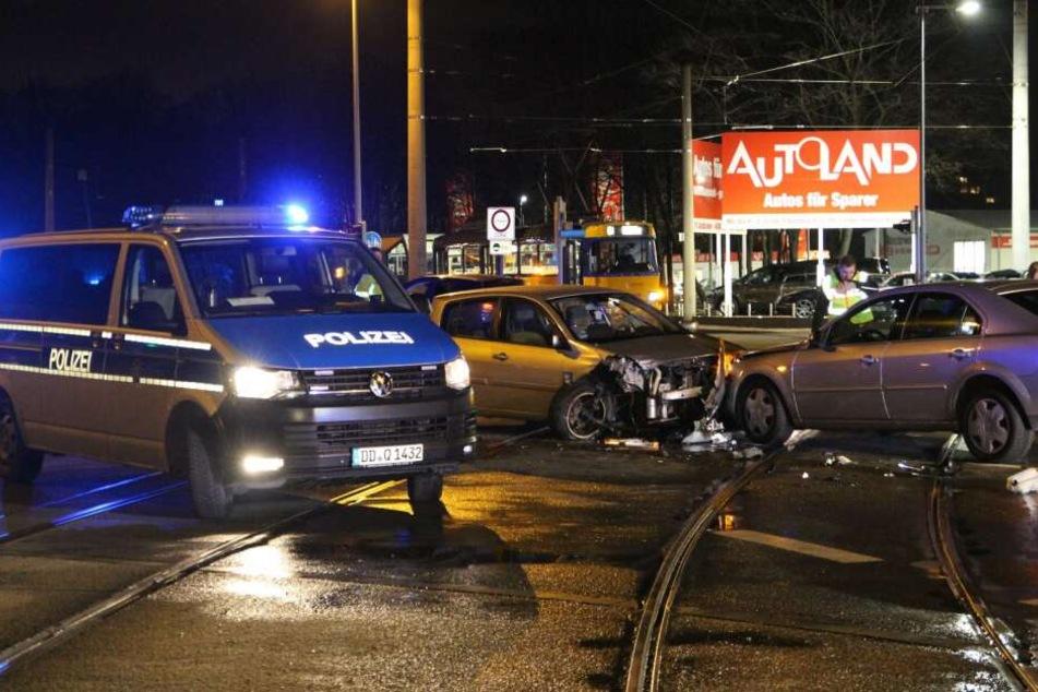 Auf der Kreuzung Lützner Straße/Kiewer Straße kam es zu einem schweren Crash.