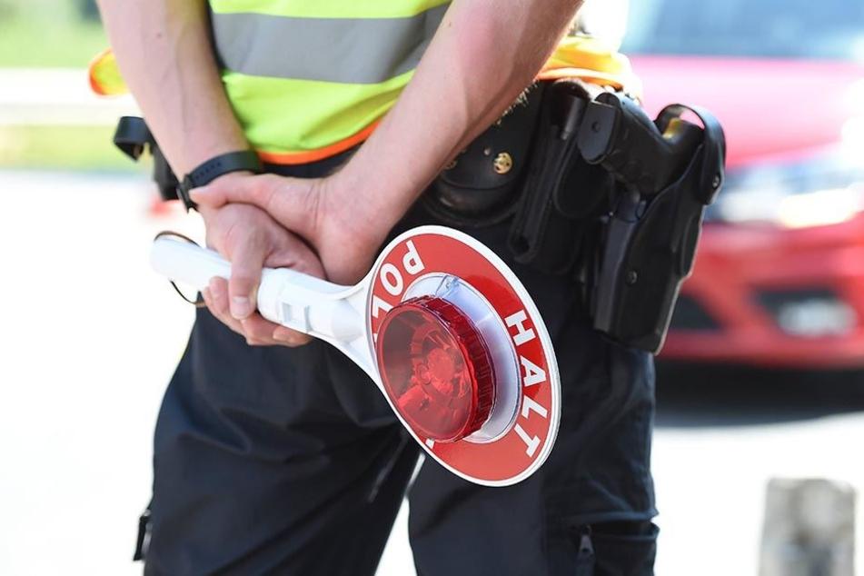 Bei einer Routine-Kontrolle im Grenzgebiet vergaß ein Bundespolizist seine guten Manieren.