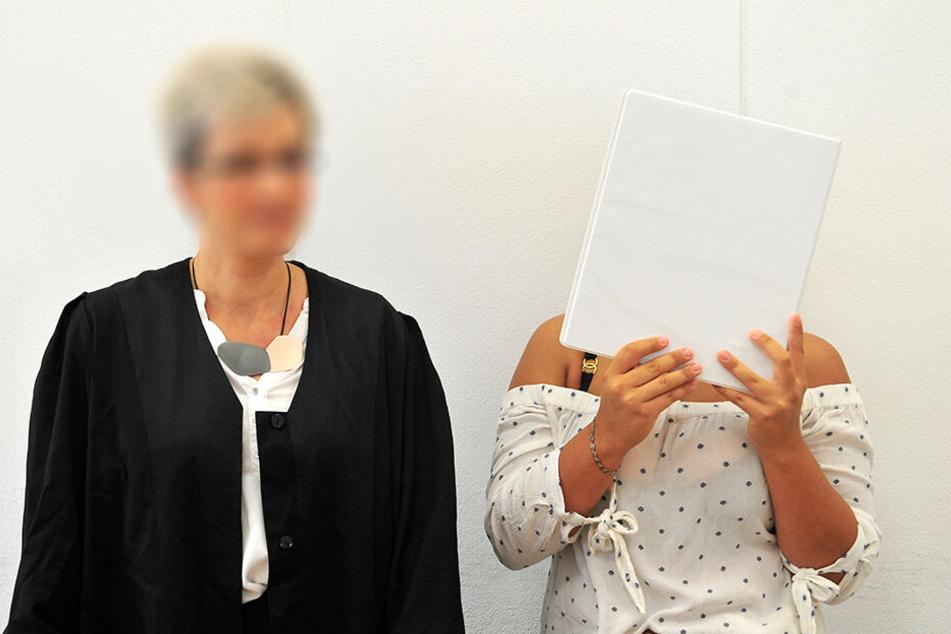 Die damals 18-jährige Jill L. (r.) musste sich vor dem Landgericht Chemnitz wegen fahrlässiger Tötung verantworten.