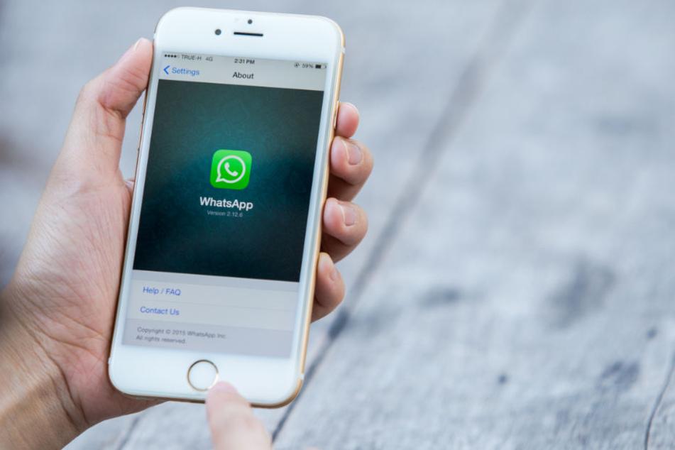 Die Polizei rät, Nachrichten von unbekannten Kontakten gleich zu löschen. (Symbolbild)